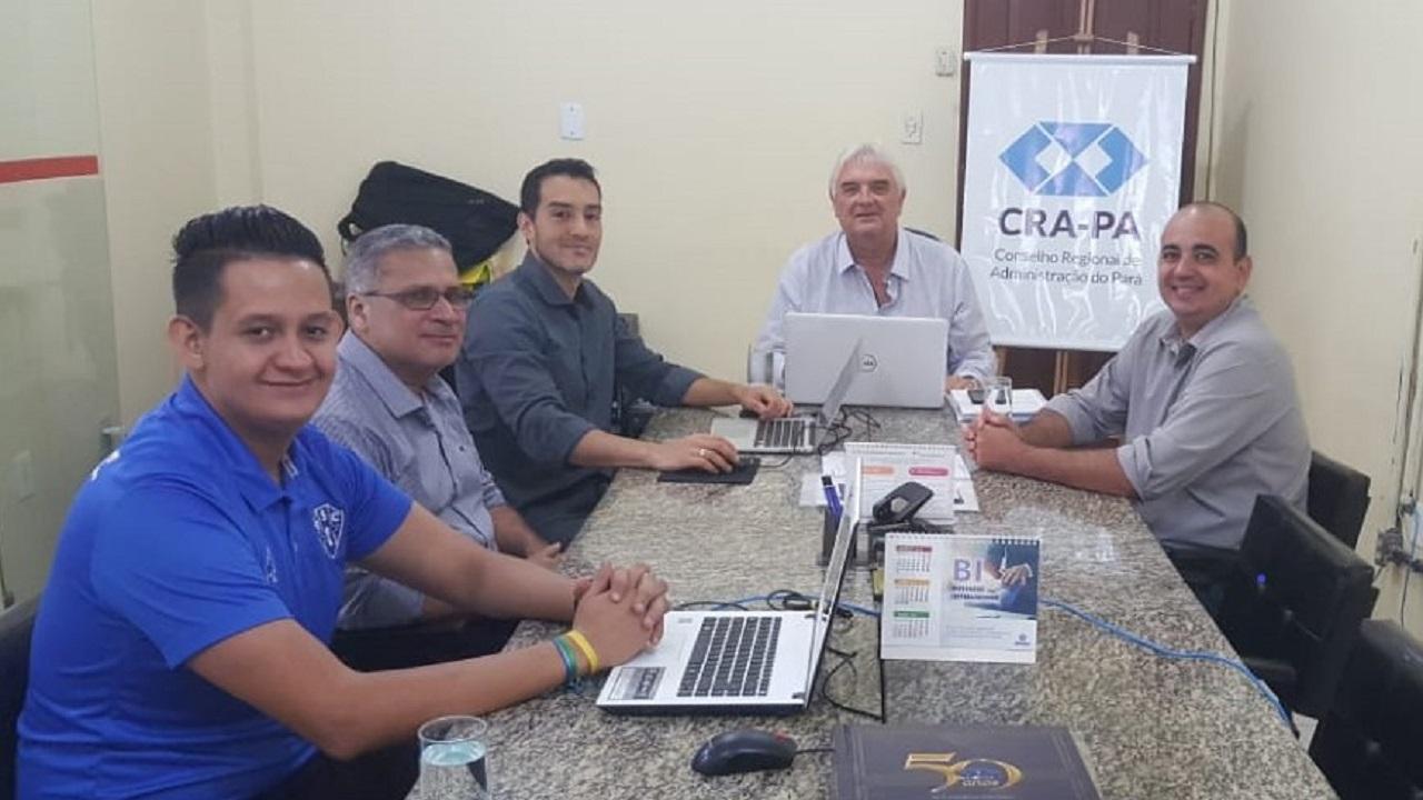 Equipe do CFA trabalhando no novo Portal do CRA-PA