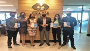 CRA-PA faz a entrega das primeiras carteiras aos estudante do curso de Administração