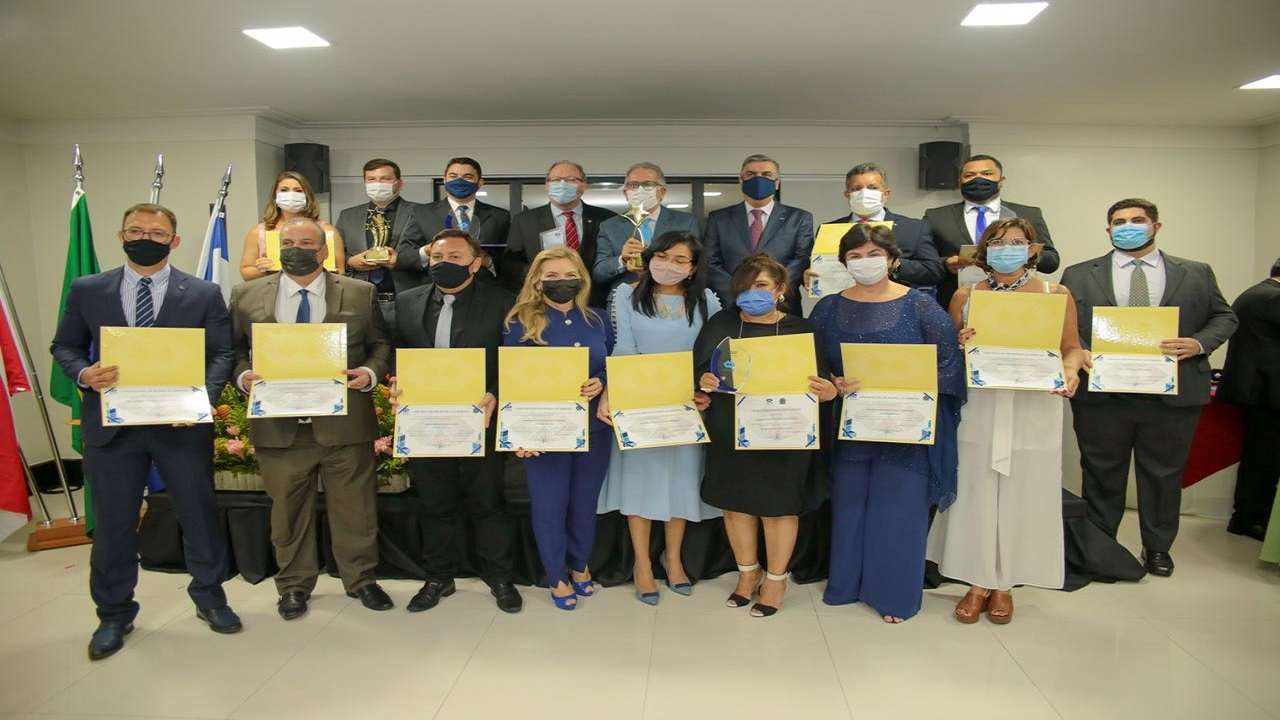 Conselho Regional de Administração premia profissionais e instituição de ensino superior
